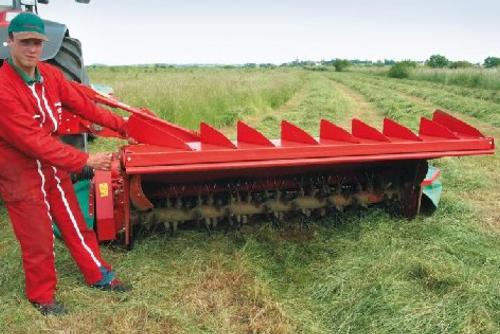 Changing from swathing to spreading is an easy operation.