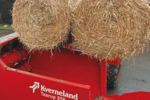 Easy loading of two round bales in one go